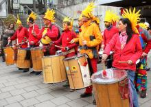 Samba Sole Luna trommelt auf dem Würmtaler Faschingsumzug 2014
